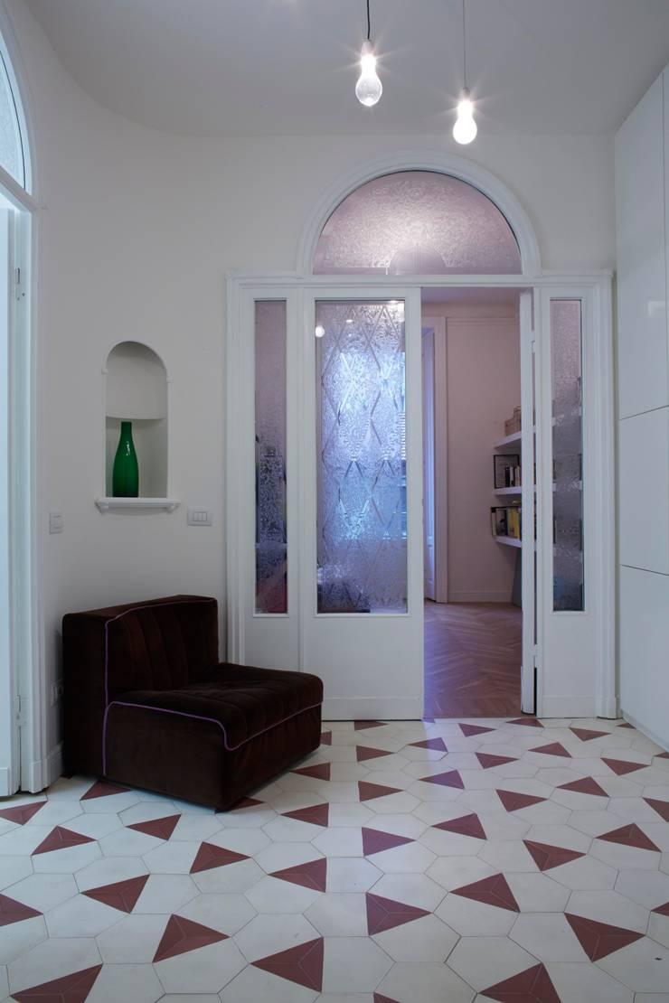 ingresso: Case in stile  di Studio Peveri,