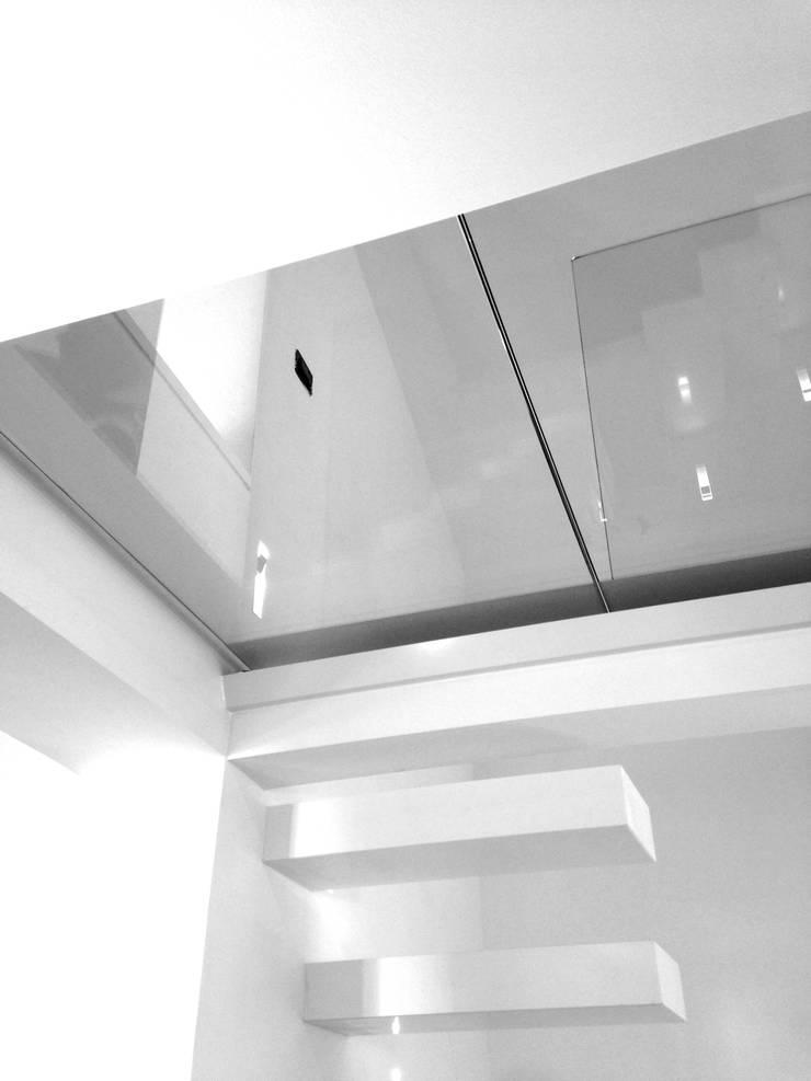 Casa L: Soggiorno in stile  di MM A   Massimiliano Masellis Architetti