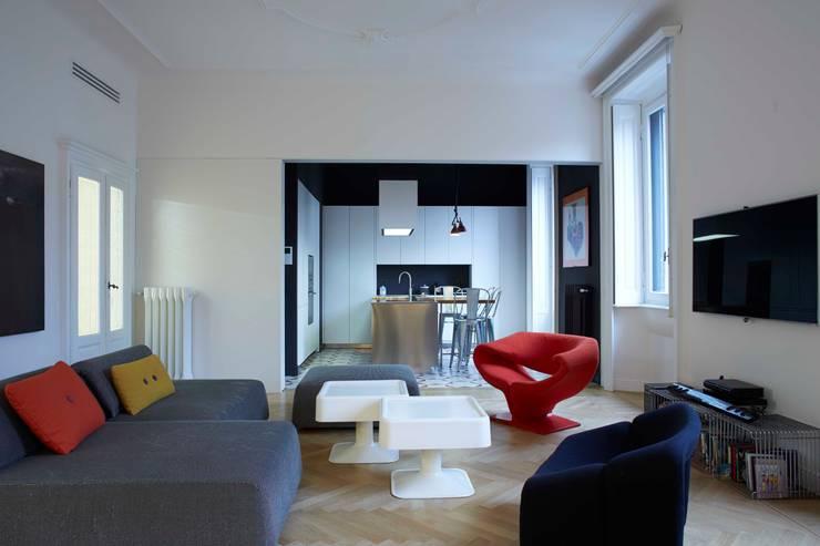 soggiorno-cucina: Case in stile  di Studio Peveri,
