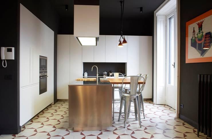 cucina: Case in stile  di Studio Peveri