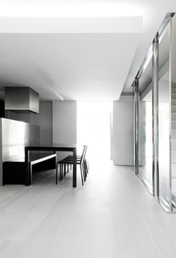 casa en Gavá Mar: Casas de estilo  de fusina 6