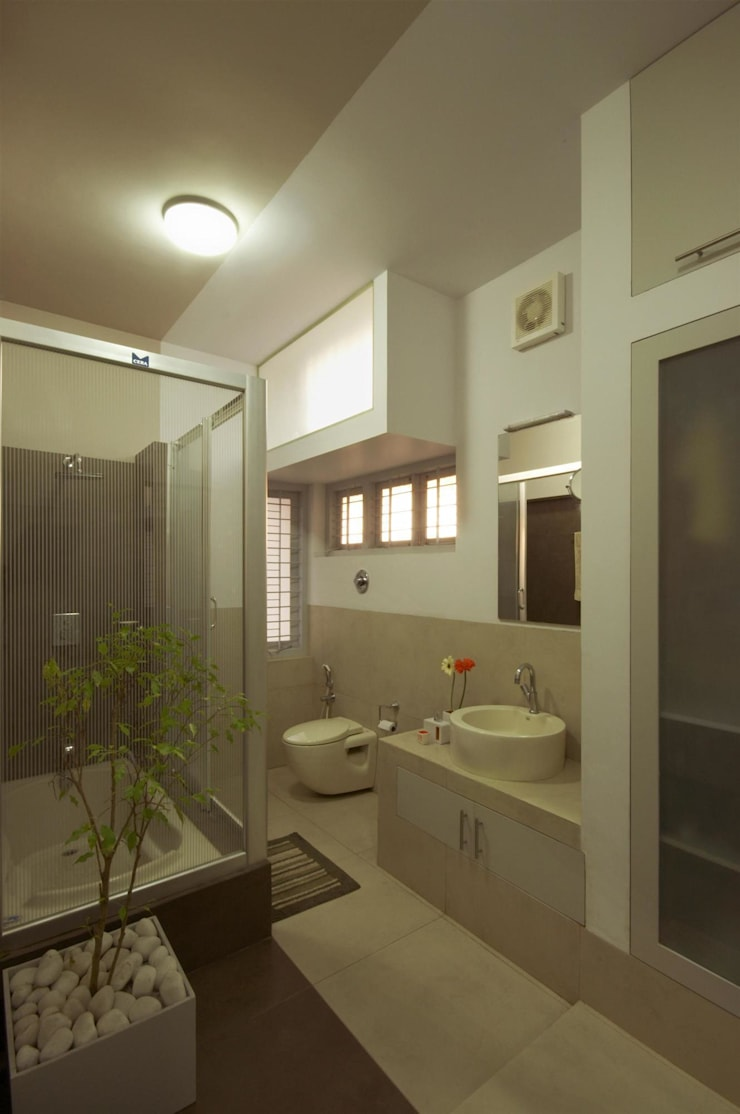 Residence at Punkunnam, Thrissur, Kerala.:  Houses by LIJO.RENY.architects