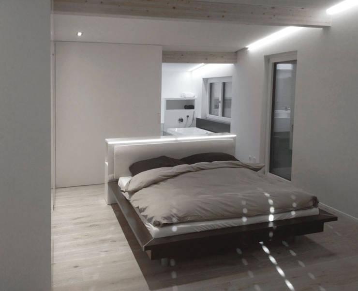 Appartamento FEP:  in stile  di STEFANO PELUSO