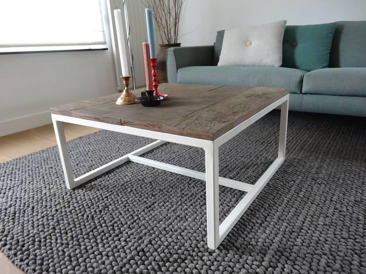 Couchltisch Eichenholz mit Stahlrahmen:  Wohnzimmer von PURE Wood Design