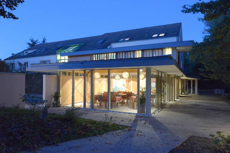 EXTENSION RESTAURANT ESAT:  de style  par MENGEOT & Associés Architecte