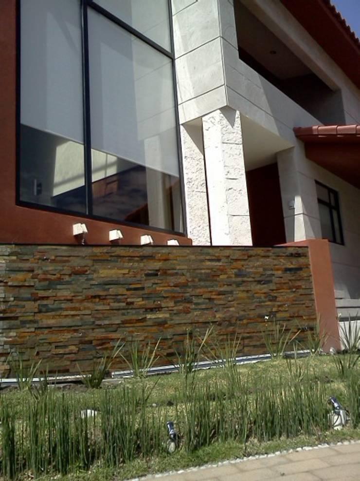 Casa Adrianes: Terrazas de estilo  por CESAR MONCADA S