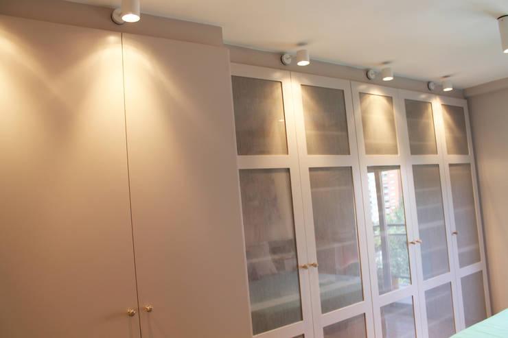 Baño suite. Eséncia mediterranea: Baños de estilo  de lauraStrada Interiors