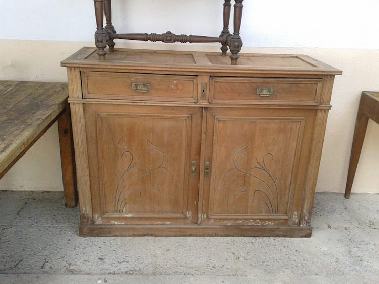 El mueble en un mercado de antiguedades: Hogar de estilo  de Atmospherabcn