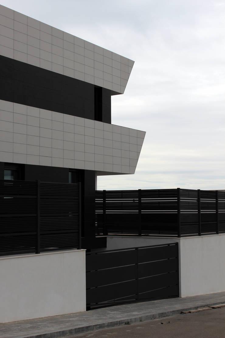 VIVIENDA UNIFAMILIAR FM: Arte de estilo  de forma2arquitectos