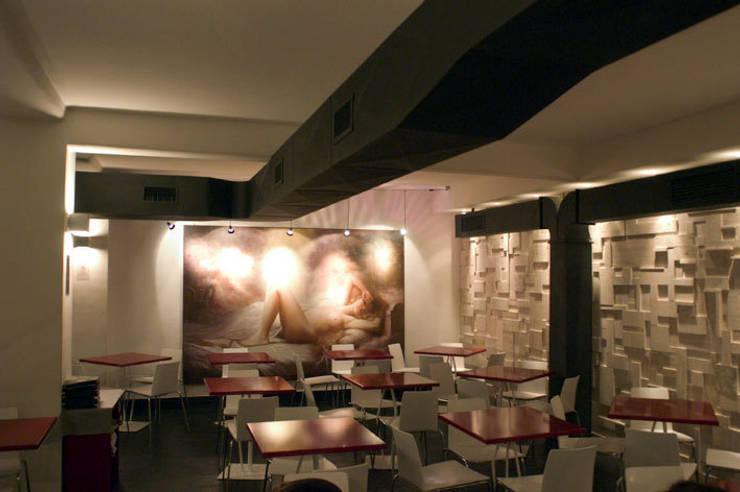 Momart Cafè: Gastronomia in stile  di Studio Cappellanti