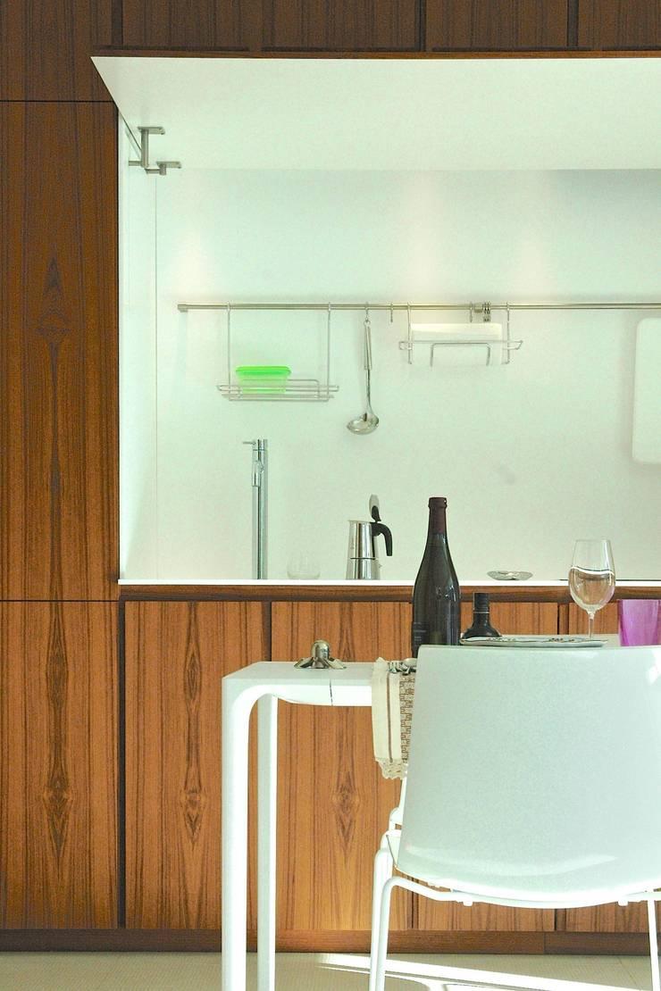 Casa BT.BM: Cucina in stile  di Angeli - Brucoli Architetti, Moderno