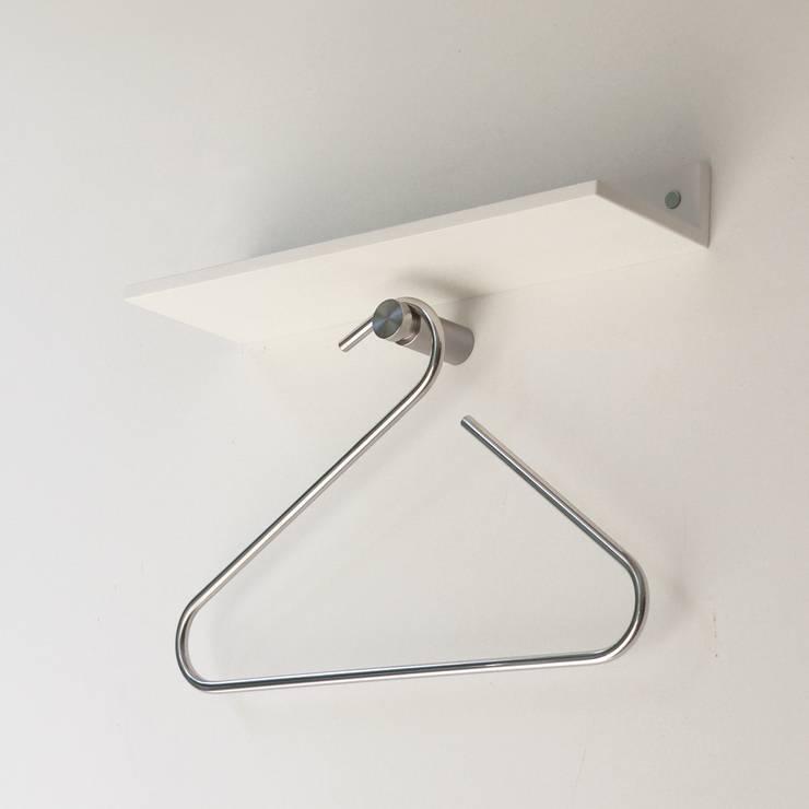 FRAME, collezione di grucce: Camera da letto in stile  di Insilvis Divergent Thinking,