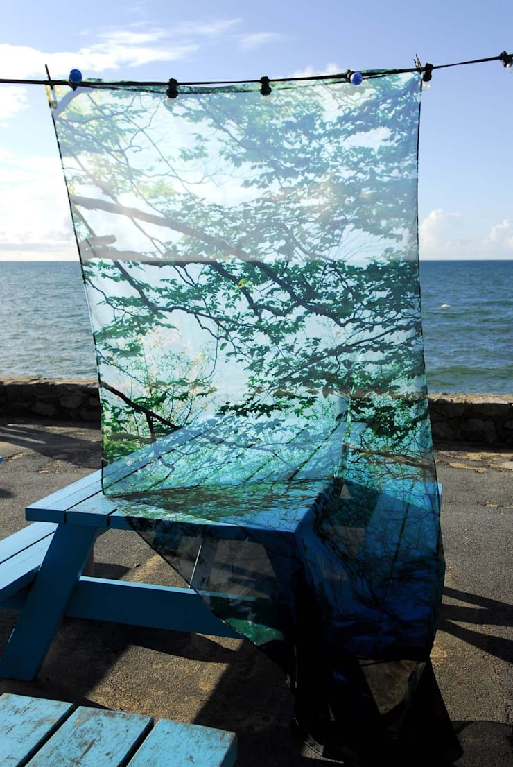 Voilage <q>Iraty</q>: Maison de style  par Creation Christine BruniauSAS