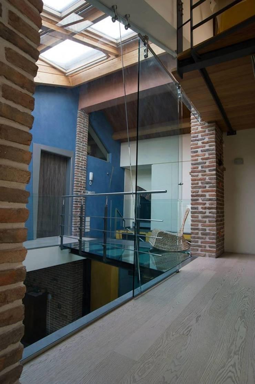 Casa dell'architetto:  in stile  di Studio di Architettura Santa Contarino