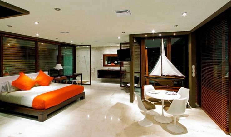 Condominio frente al mar: Recámaras de estilo moderno por arqflores / architect