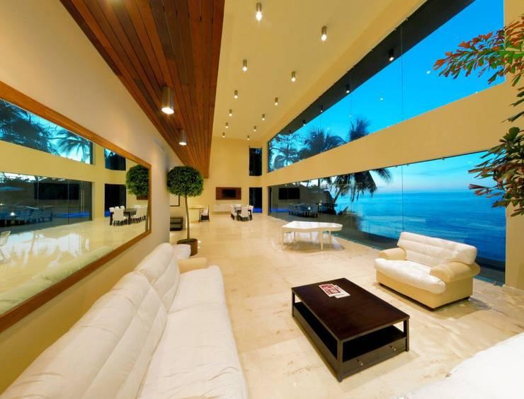Condominio frente al mar: Salas de estilo  por arqflores / architect