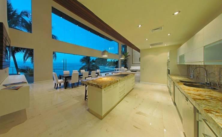 Condominio frente al mar: Cocinas de estilo  por arqflores / architect