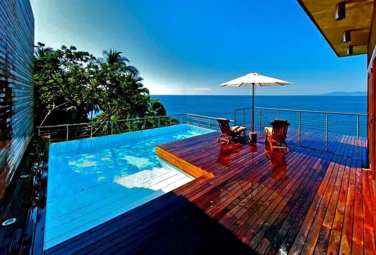 Condominio frente al mar: Terrazas de estilo  por arqflores / architect