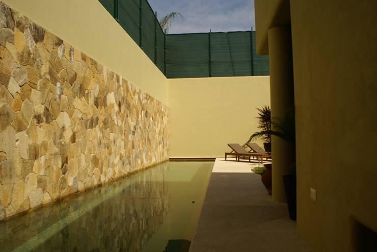 Casa K: Jardines de estilo  por arqflores / architect