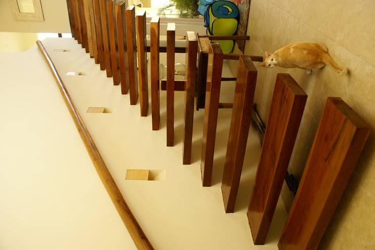 Casa K Pasillos, vestíbulos y escaleras minimalistas de arqflores / architect Minimalista