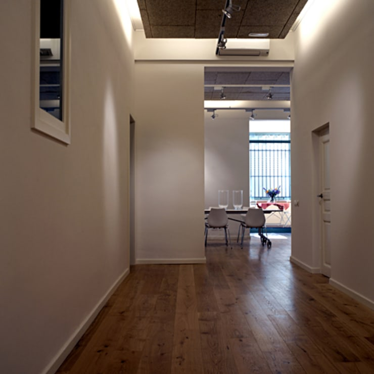 Casa Capell: Salas multimedia de estilo  de Mariona Soler