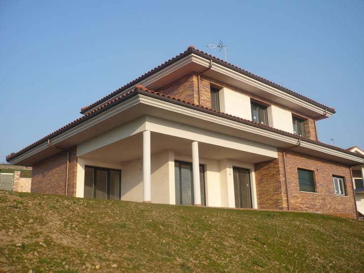 VIVIENDA  JOVE:  de estilo  de Agora Arquitectos