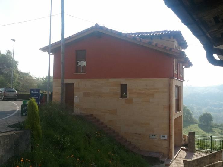 VIVIENDA TORAZO:  de estilo  de Agora Arquitectos
