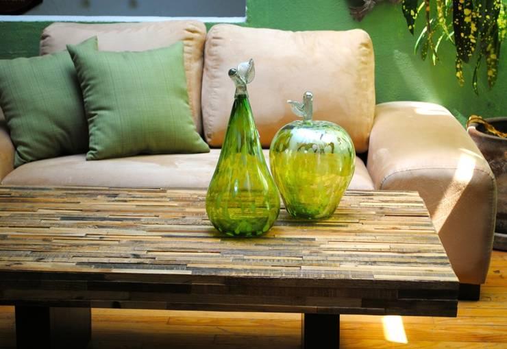 Mesa de centro sencilla : Salas de estilo  por Segusino Muebles Condesa