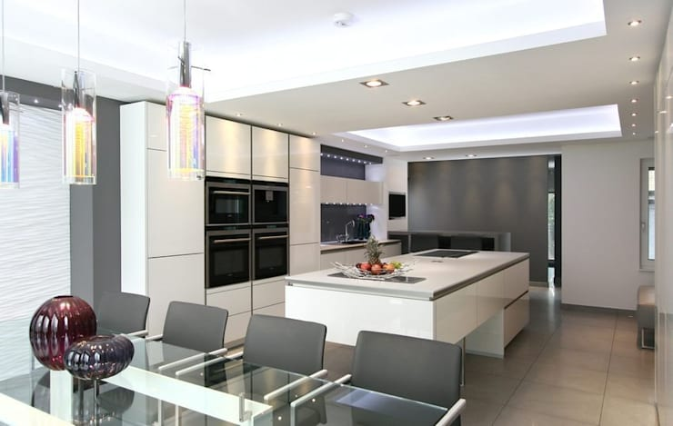 MR & MRS SYED'S KITCHEN:  Kitchen by Diane Berry Kitchens