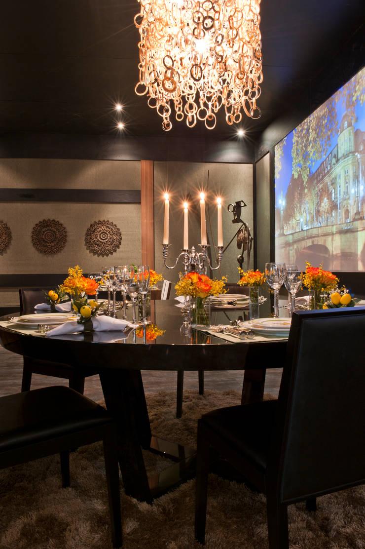 RESTAURANTE SENSE EXPERIENCE: Hotéis  por Adriana Scartaris design e interiores