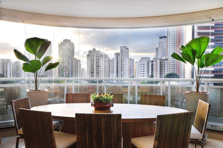 PROJETO IDENTIDADE BRASILEIRA - TERRAÇO GOURMET: Terraços  por Adriana Scartaris: Design e Interiores em São Paulo