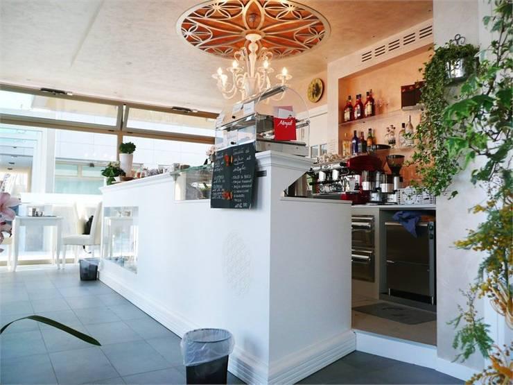 White house Cafè: Gastronomia in stile  di Masi Interior Design di Masiero Matteo, Classico