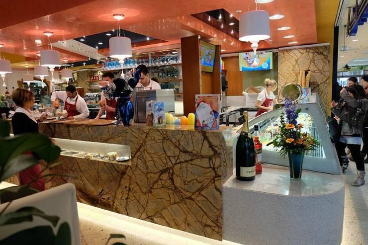Eis cafè Milano: Centri commerciali in stile  di Masi Interior Design di Masiero Matteo