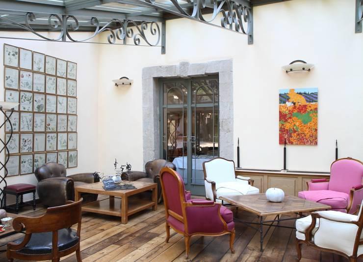 Photo d'architecture intérieur.: Hôtels de style  par Franck Guerin