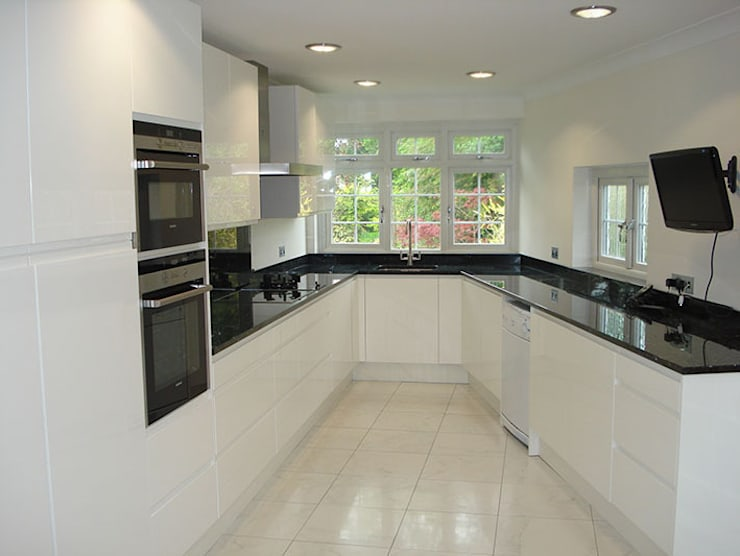 Handleless Kitchen Rugby:   by The Leicester Kitchen Co