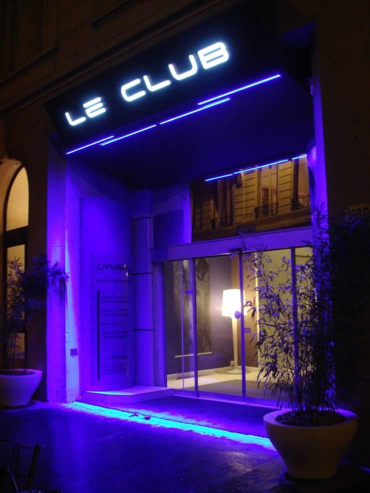 Le Club – Centre Fitness: Locaux commerciaux & Magasins de style  par Agence Philippe BATIFOULIER Design