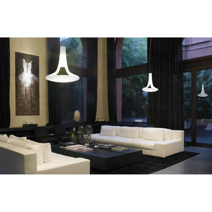 Lámpara Ferea de Vistosi: Salones de estilo  de Ociohogar