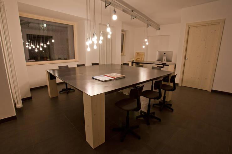 B.E.Ar. Progetti Headquarters: Studio in stile  di BEARprogetti - Architetto Enrico Bellotti, Minimalista