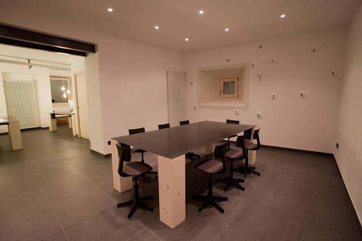B.E.Ar. Progetti Headquarter: Studio in stile  di BEARprogetti - Architetto Enrico Bellotti