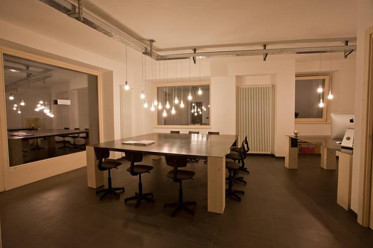 B.E.Ar. Progetti Headquarters: Studio in stile  di BEARprogetti - Architetto Enrico Bellotti