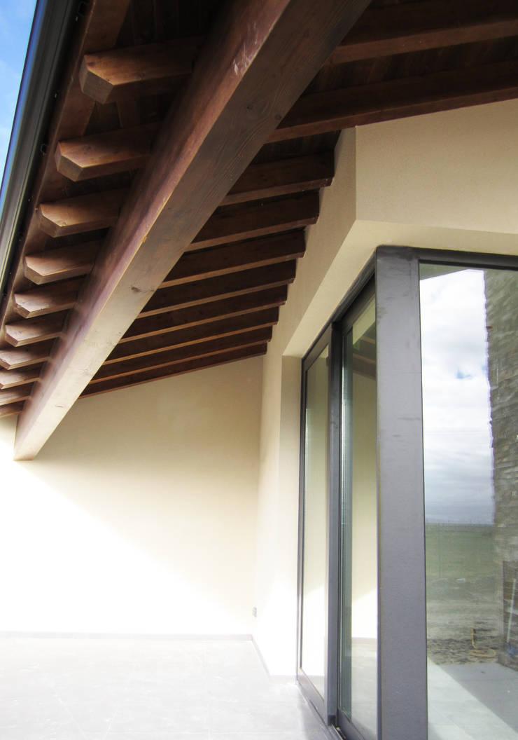 PORCHE: Casas de estilo  de BM2C Arquitectos
