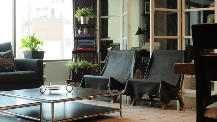 T801 14: Salas de estilo moderno por NIVEL TRES ARQUITECTURA