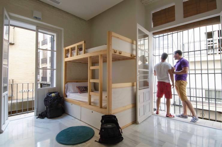 Rehabilitación inmueble para Hostel. Centro Histórico Sevilla:  de estilo  de Estudio de arquitectura DS arquitectura