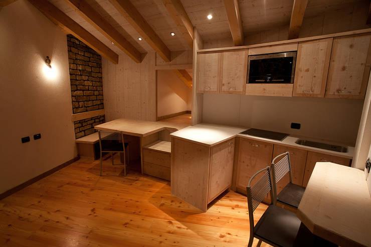 A mono: Case in stile in stile Moderno di BEARprogetti - Architetto Enrico Bellotti