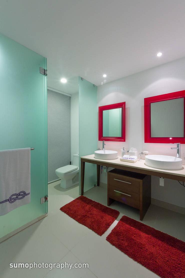 ICON VALLARTA CONDOMINIO TORRE 3 DEPTO 803: Casas de estilo  por Marusa Albarrán interior Design