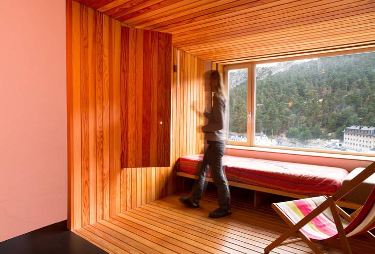 Refugio PUERTO DE NAVACERRADA. Madrid: Casas de estilo minimalista de Beriot, Bernardini arquitectos