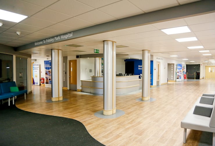 Main Reception, NHS Hospital:  Hospitals by Koubou Interiors