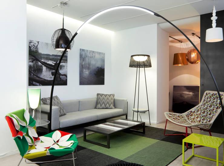 Showroom: Espaços comerciais  por QuartoSala - Home Culture