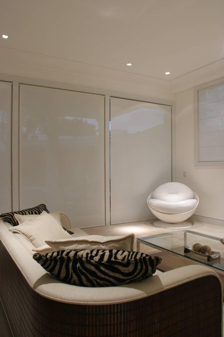 Casa Jardim São Bento: Casas  por Betty Birger Arquitetura & Design