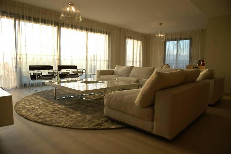 Penthouse; Mont Baron, Nice: Yachts & Jets de style  par Amber Design